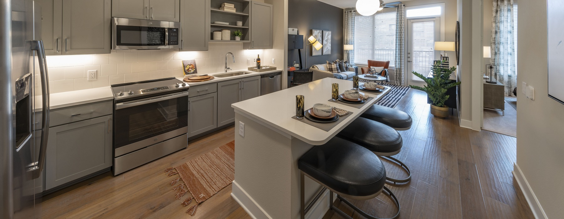 Open kitchen with an island and hardwood floors